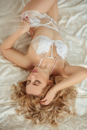 Maurillia escort in Lynn