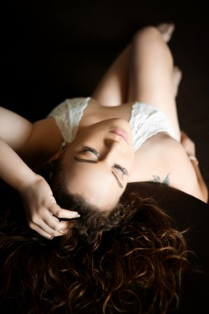 Arcangela outcall escort in Burlington Wisconsin